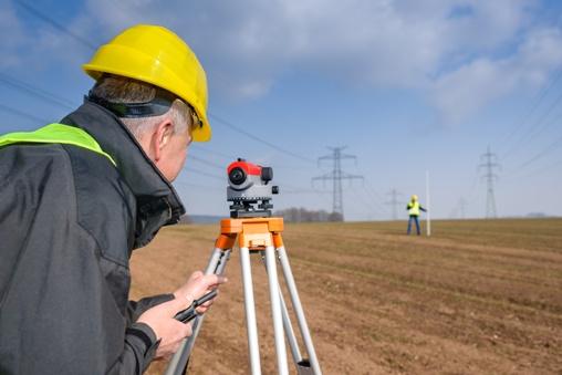 Jak wygląda praca geodety i ile zarabia?